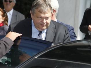 Φωτογραφία για Κυκλοφορεί ακόμα ο Βενιζέλος με τη BMW του Υπ. Οικονομικών?