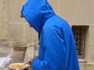 Φωτογραφία για Απατεώνας «Ρομπέν των φτωχών» στην Πάτρα