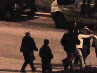 Φωτογραφία για ΝΩΡΙΤΕΡΑ: Ξύλο στη μέση του δρόμου για το δημοψήφισμα - Άρχισε ο εμφύλιος...