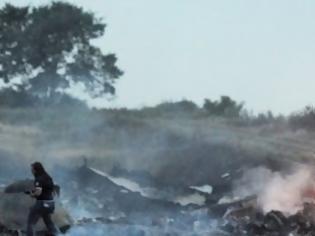 Φωτογραφία για Βίντεο – σοκ δευτερόλεπτα μετά τη συντριβή του αεροπλάνου των Μαλαισιανών γραμμών στην Ουκρανία