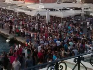 Φωτογραφία για Όλα τα Χανιά μια αγκαλιά χόρεψαν συρτάκι στο Παλιό Λιμάνι [photo] [video]