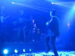 Φωτογραφία για Aνέβηκε στην πίστα να χορέψει με τον Κιάμο - Το τι γέλιο θα κάνετε δεν περιγράφεται… [video]