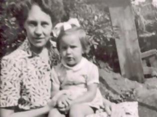 Φωτογραφία για Από μικρή μιλούσε στην «φανταστική της φίλη». 50 χρόνια μετά μαθαίνει τη ΣΟΚΑΡΙΣΤΙΚΗ αλήθεια… [video]