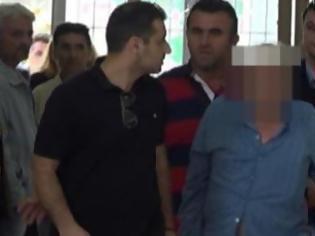 Φωτογραφία για Βίντεο από την προσαγωγή του 80χρονου κατηγορούμενου στην Ηλεία