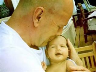 Φωτογραφία για Μπαμπάς για τέταρτη φορά ο Bruce Willis