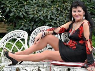 Φωτογραφία για Δεσποινίς (κυριολεκτικά) ετών 70