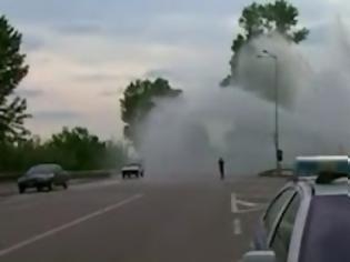 Φωτογραφία για Συντριβάνι ξεπήσε στη μέση της εθνικής οδού