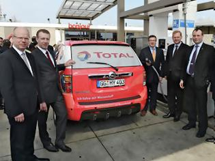 Φωτογραφία για Το Opel HydroGen4 εφοδιάζεται για πρώτη φορά με καύσιμο υδρογόνου από αιολική ενέργεια