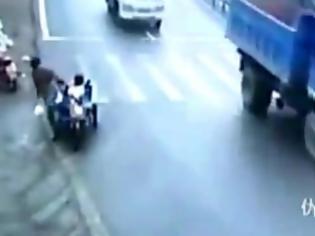 Φωτογραφία για VIDEO ΣΟΚ: Εγκληματική αμέλεια πατέρα με την 4χρονη κόρη του