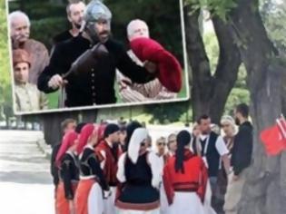 Φωτογραφία για Ποιος ηλίθιος προδότης αποφάσισε να στείλει ελληνόπουλα με παραδοσιακές στολές να τιμήσουν τον Κεμάλ Ατατούρκ στην Αγκυρα;