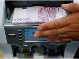 Φωτογραφία για Le Echo: «Αδειάζουν τα ταμεία των ελληνικών τραπεζών»