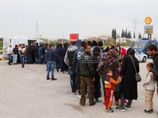 Φωτογραφία για Εικόνες απελπισίας από τους πρόσφυγες στην Λαμία