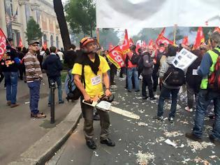 Φωτογραφία για Γαλλία:  Ασίγαστα στις απεργίες και στους δρόμους
