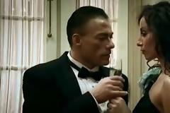 Παλιό αλλά καλό: Όταν ο Van Damme έπαιζε σε βίντεοκλιπ και χόρευε ταγκό! [video]