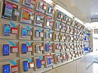Φωτογραφία για ΒΟΜΒΑ στην αγορά: Κολοσσός της κινητής τηλεφωνίας ΑΠΟΣΥΡΕΤΑΙ - Τι θα γίνει με τις συσκευές της;