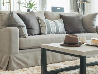 Φωτογραφία για Διακοσμήστε τον βαρετό καναπέ σας σε 5 κινήσεις