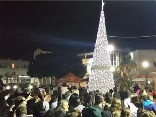 Φωτογραφία για Με κέφι και τραγούδια η φωταγώγηση του Χριστουγεννιάτικου δένδρου στο Γάζι
