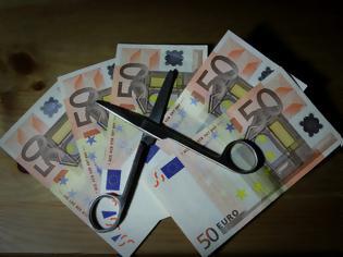 Φωτογραφία για ΠΑΝΙΚΟΣ και πάλι με τις συντάξεις: Ποια επιδόματα κόβονται σε 15 ταμεία! Μειώσεις από 10% έως 18%