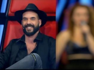 Φωτογραφία για The Voice: Η κουμπάρα του Μουζουράκη στο παιχνίδι – Μαραβέγιας: «Παντρεύτηκες με την Σολωμού;»