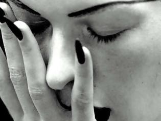 Φωτογραφία για Σχέση με ΠΑΝΤΡΕΜΕΝΟ: Γιατί μια γυναίκα ξεκινάει μια τέτοια σχέση που δεν βγάζει Πουθενά;