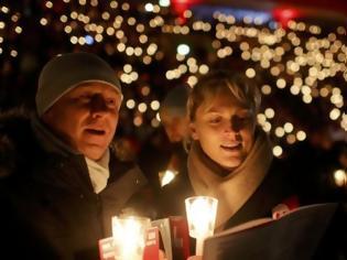 Φωτογραφία για Γιόρτασαν τα Χριστούγεννα παρά τον φόβο και τη θλίψη στη Γερμανία