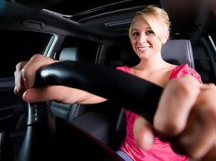 Φωτογραφία για Γυναίκα οδηγός εισβάλλει με Porsche σε… βενζινάδικο [Video]