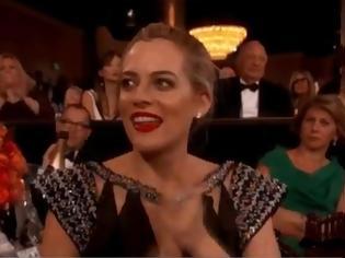 Φωτογραφία για Γιατί αυτή η γυναίκα δεν χειροκρότησε την ομιλία της Meryl Streep; [video]