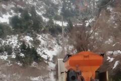 Προβλήματα στους οδικούς άξονες από το χιόνι που έχει ξεπεράσει τους 50 πόντους