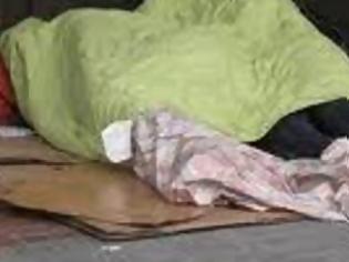 Φωτογραφία για Την πρώτη νύχτα του χιονιά στην Ηγουμενίτσα άστεγος αλλοδαπός τουρτούριζε ξαπλωμένος κατάχαμα και άρρωστος!