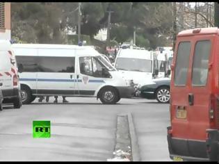 Φωτογραφία για Βίντεο: Πυροβολισμοί στην περιοχή όπου ήταν ταμπουρωμένος ο νεκρός ισλαμοφονιάς... κρίμα που δεν ήταν ακροδεξιός