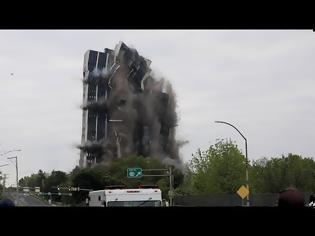 Φωτογραφία για Κτήριο ύψους 101 μέτρων έγινε… καπνός σε 16 δευτερόλεπτα!