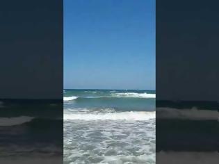 Φωτογραφία για 10χρονος παρασύρθηκε από τα κύματα - Τρεις ενήλικες κινδύνεψαν για να τον σώσουν!