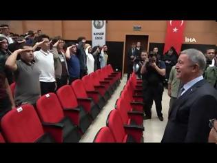 Φωτογραφία για Μαθητές χαιρετούν στρατιωτικά τον Ακάρ μέσα σε σχολείο [video]