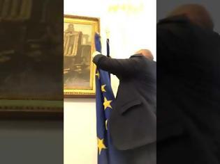 Φωτογραφία για Ιταλία: Ο αντιπρόεδρος της Bουλής κατέβασε τη σημαία της ΕΕ