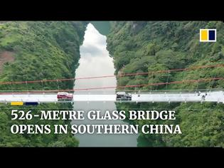 Φωτογραφία για Η μεγαλύτερη γυάλινη γέφυρα στον κόσμο άνοιξε για το κοινό και οι εικόνες κόβουν την ανάσα (vid)
