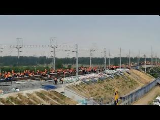 Φωτογραφία για Κινεζική ισχύς: 12.000 εργάτες αναβαθμίζουν 405 χιλιόμετρα σιδηροδρομικών γραμμών σε… 11 ώρες!
